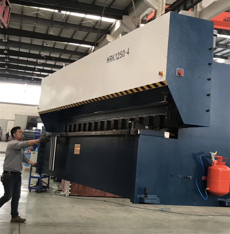 CNC V Groover machine 4m , gantry type cnc v cutting ...